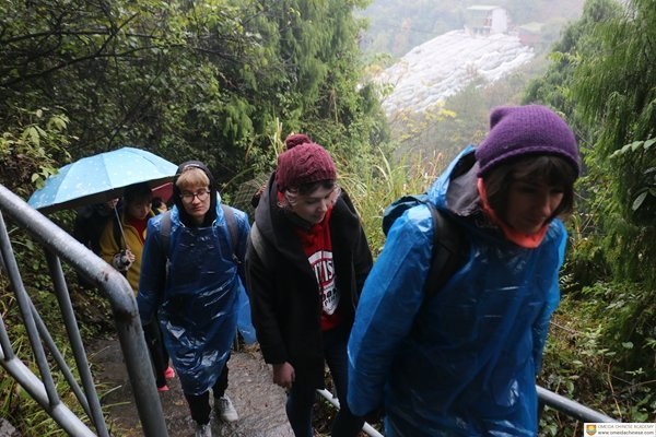 Students-walk-up-the-wet path