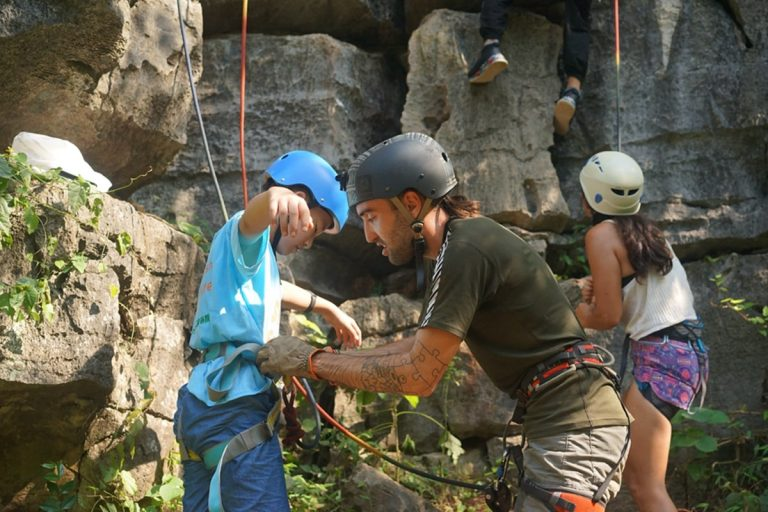 Rock climbing - Part-time Chinese course - National Holiday Camp
