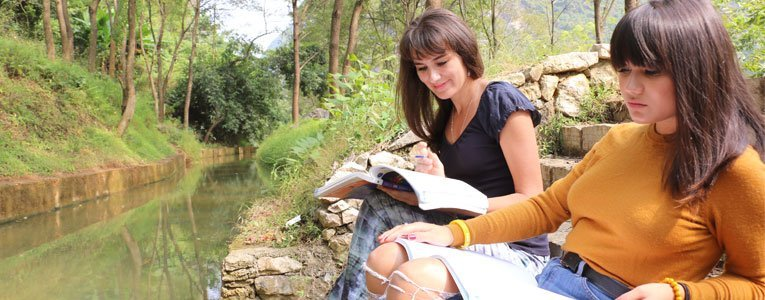 students-studying-mandarin-chinese-in-yangshuo-omeida-chinese-academy