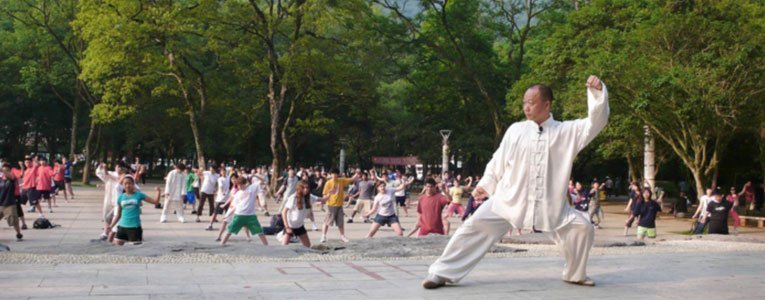 Chinese-people-doing-tai-chi-in-yangshuo-park